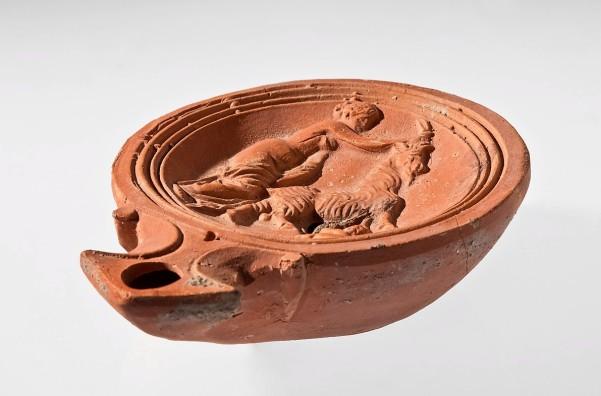 römische Öllampe, reliefiert, Ton, 0/400? (Köln, Römisch-Germanisches Museum, 2006,13.  (Foto: © Rheinisches Bildarchiv Köln, Wegner, Anja, rba_d028007)