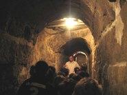 Im römischen Abwasserkanal (Foto: Museumsschule Köln)
