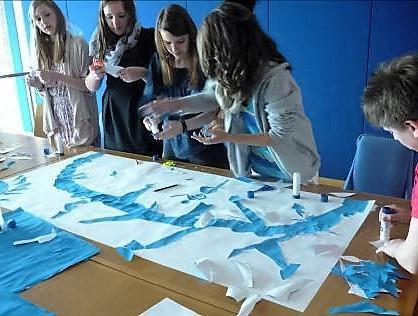 Blaue brücken bauen (Foto: Karin Rottmann, Museumsdienst Köln)
