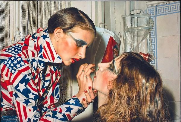 Gertsch, Franz, Marina schminkt Luciano, Malerei nach Photographie, Acryl & Baumwolle (Foto: © Rheinisches Bildarchiv Köln, rba_d000179)