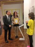 Der türkische Generalkonsul Emre Engin beim Ausstellungsrundgang (Foto: Morten Bierganns, Museumsdienst Köln)