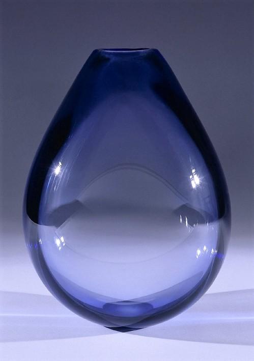 Lütken, Per / Holmegaards Glasvaerk A/S, blaue Vase, Glas (blau), Dänemark, 1950 (Köln, Museum für Angewandte Kunst Köln, F 900.  (Foto: © Rheinisches Bildarchiv Köln, rba_d000177)