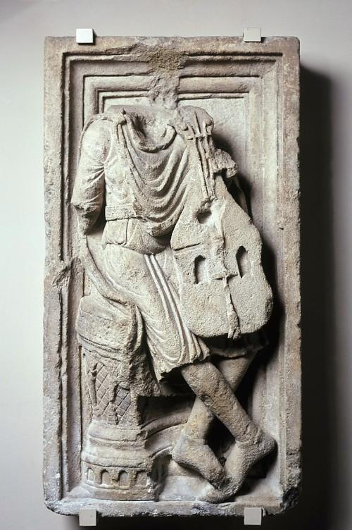 Meister des Laacher Samson, Geiger aus einem Davidzyklus, um 1210 (Köln, Museum Schnütgen, K 163.  (Foto: © Rheinisches Bildarchiv Köln, rba_c002344)