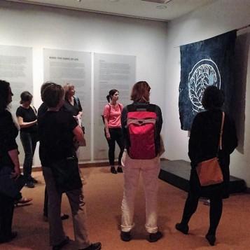 """Besuch der Ausstellung """"Boro - Stoffe des Lebens"""" (Foto: Museumsdienst Köln)"""