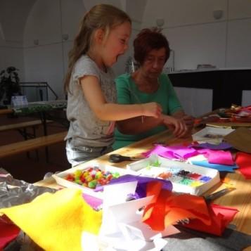 Bastelfreude pur: In der Schmuckwerkstatt wurde kreativ gewerkelt. (Foto: Mareike Gröneweg)