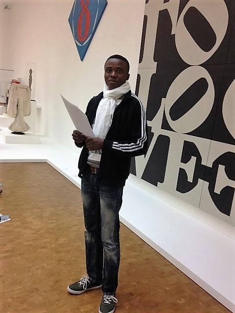 """Die Internationale Klasse arbeitet von Robetr Indiana: """"Love"""" (Foto: Museumsdienst Köln)"""