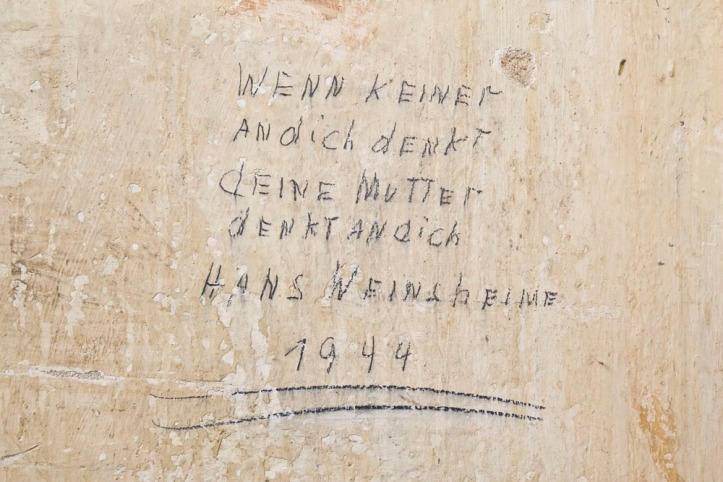 NS Dok, Inschriften in Gedenkstätte